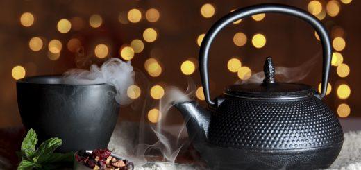 Szary imbryk do herbaty.