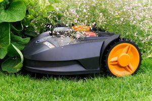 Pomocne w ogrodzie traktory i kosiarki samojezdne