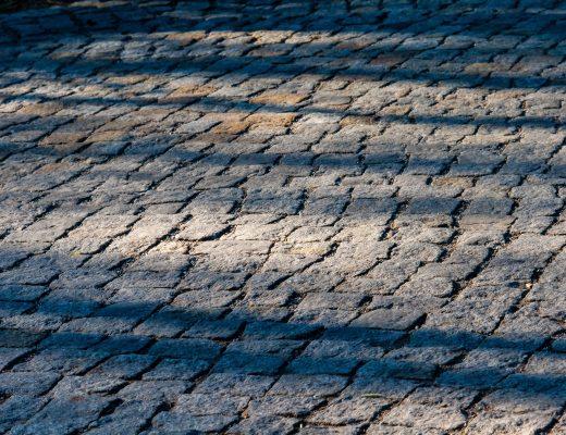 Kostka kamienna to uznany materiał na drogi i chodniki