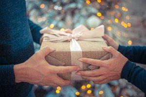 Jak zapakować pościel na prezent