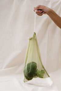 Woreczki na warzywa z firanki wielorazowego użytku.