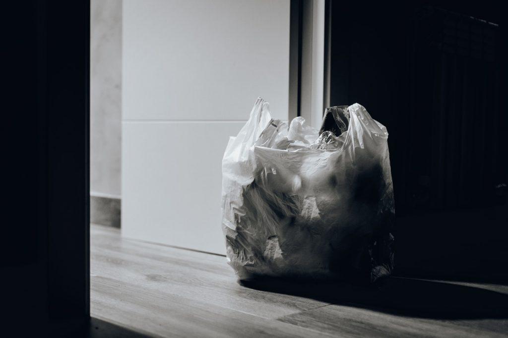 Sprawdź najlepsze pojemniki na segregację śmieci.