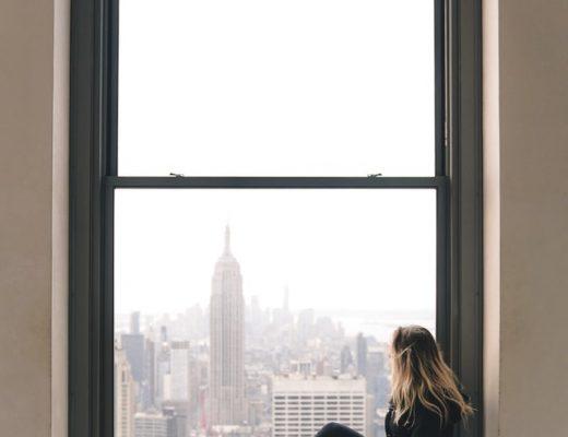ciepły montaż okien w warstwie ocieplenia