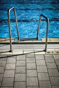 kratki przelewowe do basenów